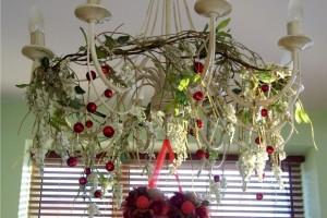 Ornamentele de Craciun incep cu lustrele