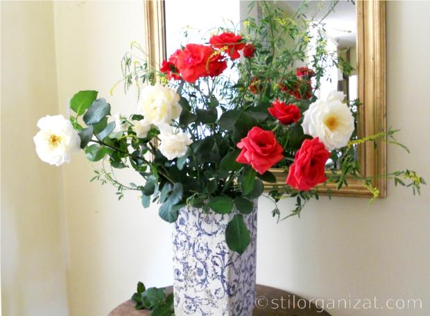 buchet cu flori si buruieni
