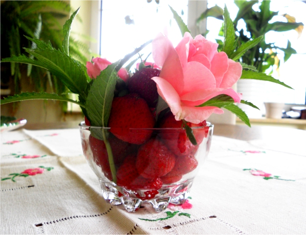 Trandafiri, menta si capsune