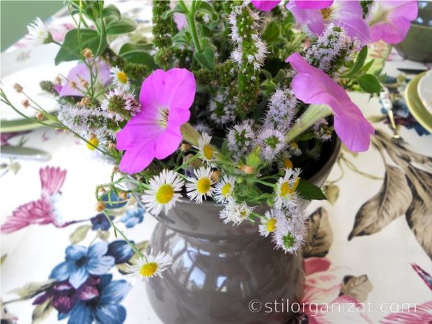 masa plina de flori 3