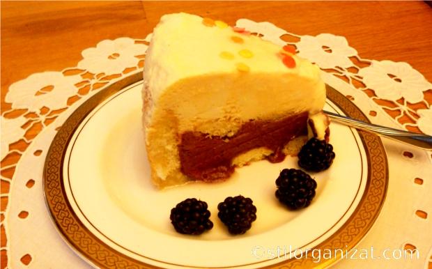 Tort de inghetata: pepene galben, mure si piscoturi