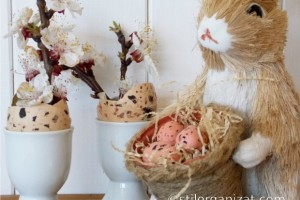 Aranjament de primavara cu oua si flori