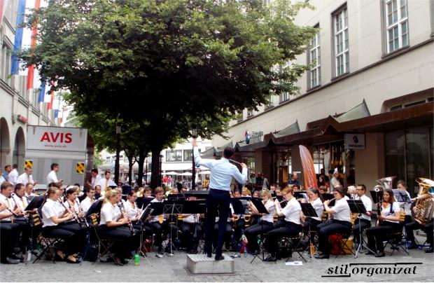 orchestra la cafenea