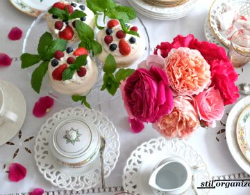 masa de vara cu trandafiri