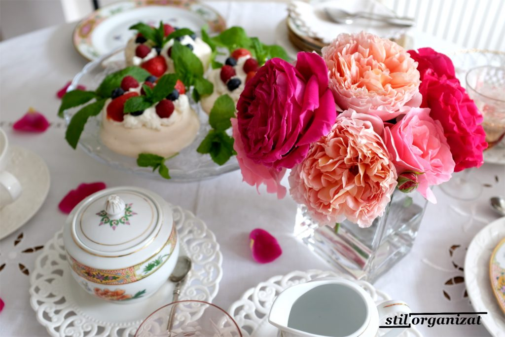 masa de vara cu trandafiri 2