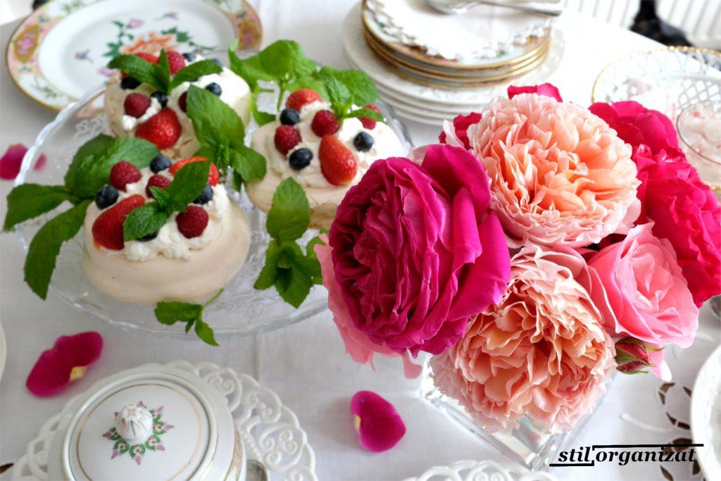pavlova cu fructe de padure