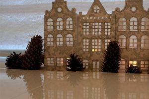Luminițe festive cu case în stil olandez