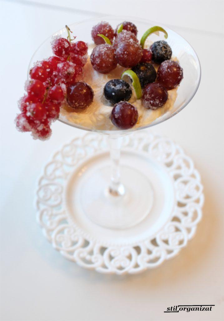 crema cu fructe brumate in cupa
