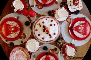 Masă de Crăciun în roșu