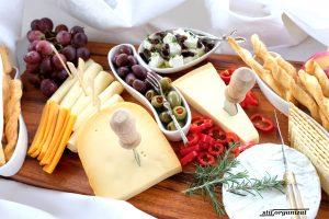 Cum aranjez un platou cu brânzeturi