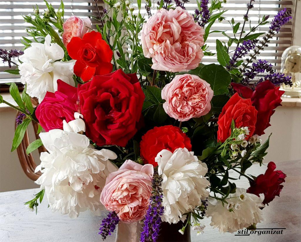 buchet de mai cu trandafiri