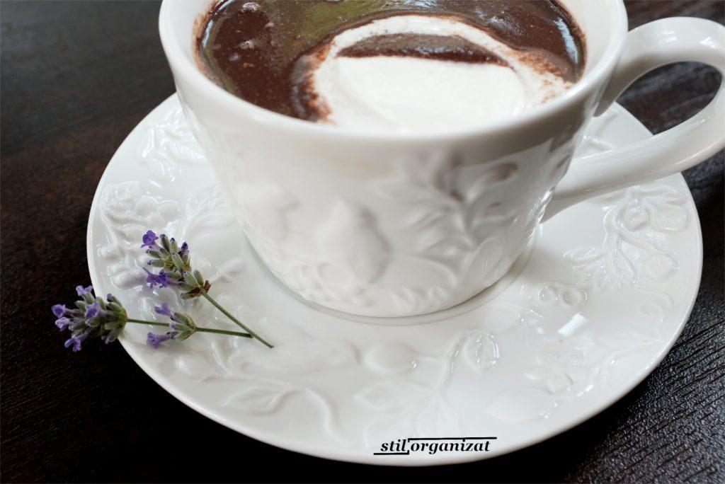 ciocolata fierbinte cu lavanda