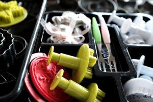 Organizarea unui sertar cu mărunțișuri
