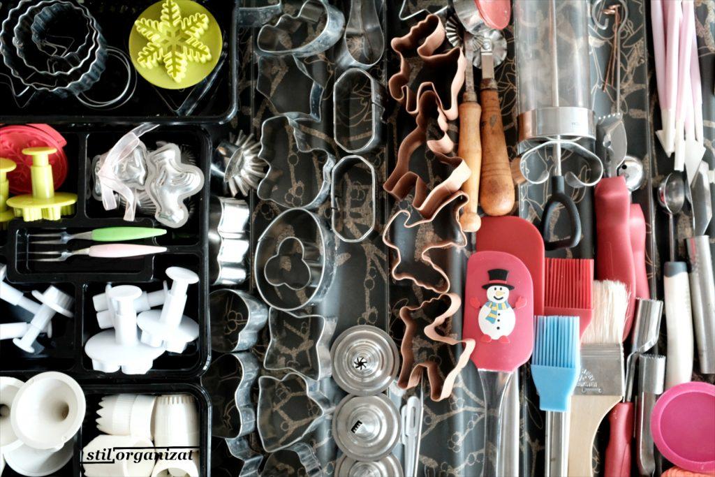 organizarea unui sertar cu maruntisuri