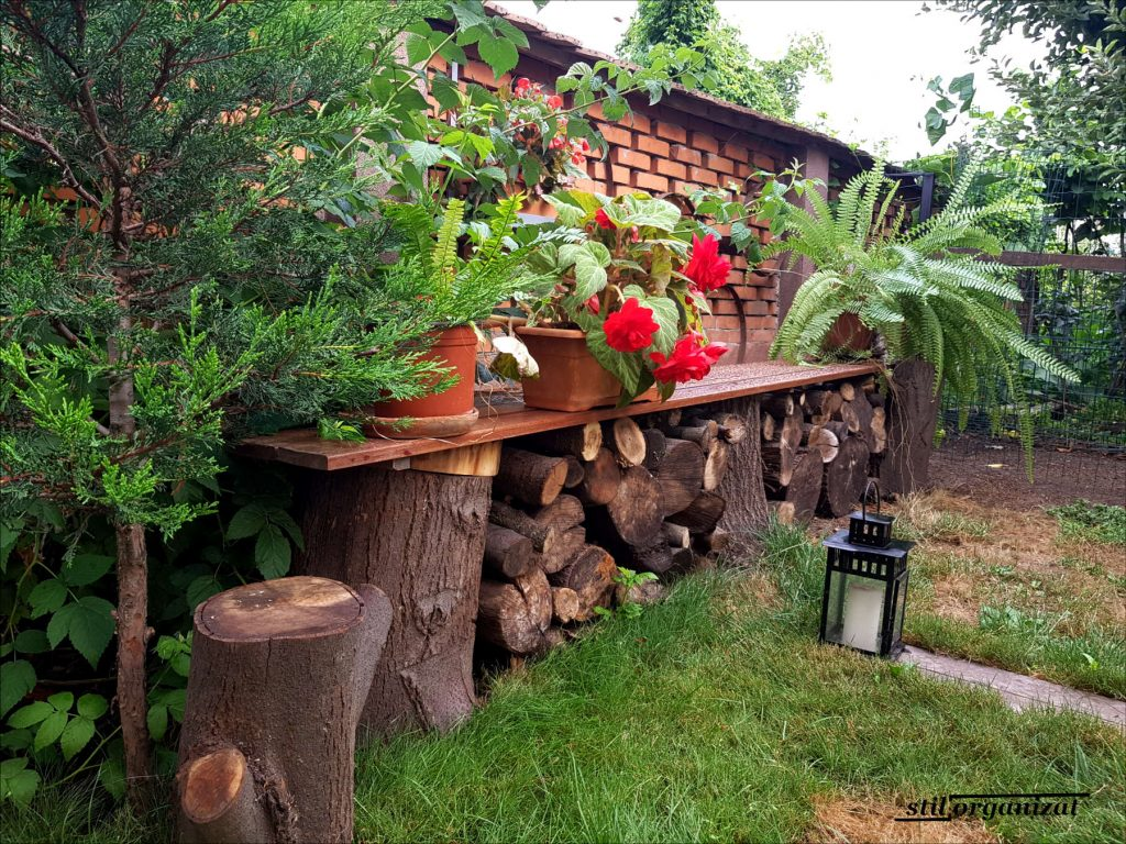 banca din trunchiuri de copac